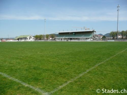 Les stades de rugby, villes de D à P - Page 2 Pontarlier-rugby-12_500x375